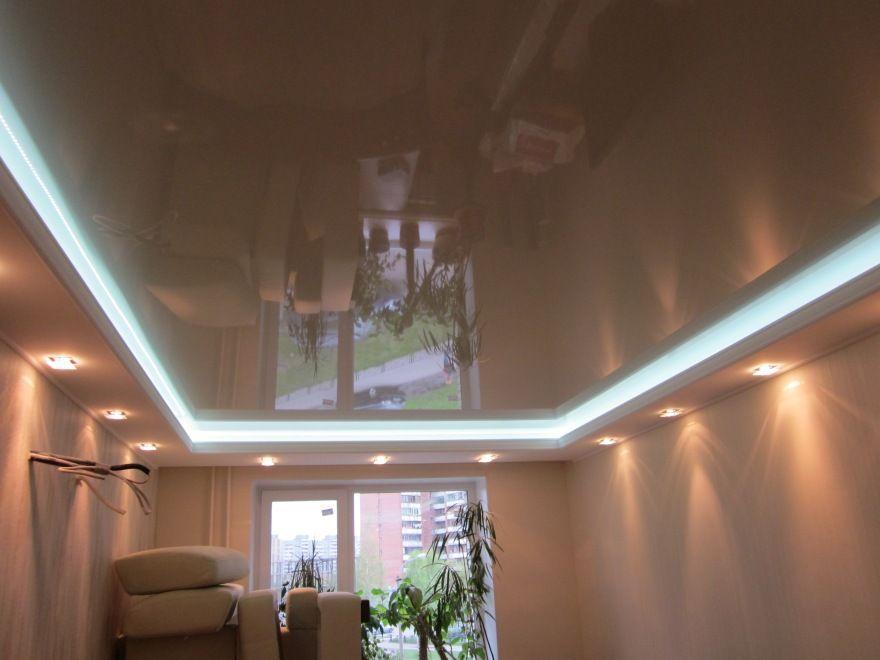 натяжной потолок бежевый глянец фото